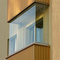 Как выполняют безрамное остекление балконов