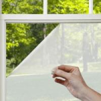 Как снять защитную пленку с пластиковых окон: бытовые методы и профессиональная помощь